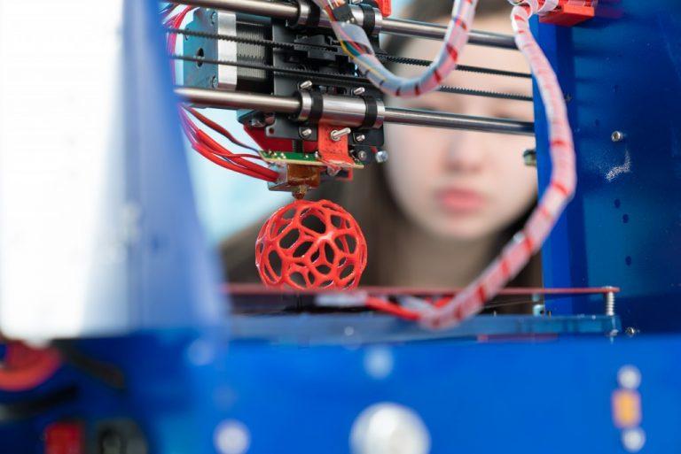 3D printer printing a ball